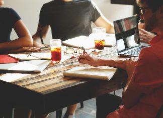 משוחחים יחד – פעילויות קבוצתיות לשיפור מערכות היחסים